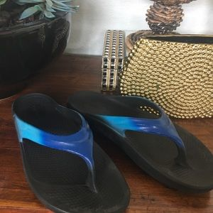 Oofos Oolala LUXE Thong Sandal sz 11 - Bluejay